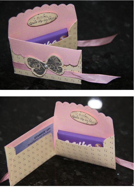 Mẫu phong bì dễ thương được cách tân từ ý tưởng chiếc ví nhỏ, không những đựng thiệp mà còn có thể đựng hộp trang sức ở bên trong. Cô công chúa nhỏ của gia đình chắc hẳn sẽ vô cùng thích thú với món quà này